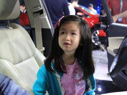 不一样的风景 广州车展惊现最萌小车模