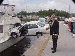 面对突然杀出的车 女司机只能雅蠛蝶?