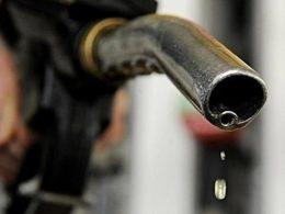 国内油价今晚上调 加满一箱油将多花2元