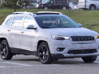 新款Jeep自由光谍照曝光 前脸变化较大